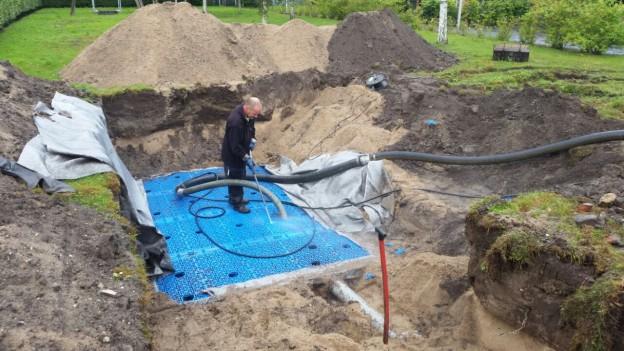 Leegzuigen infiltratie kratten voor regenwater ivm zand inspoeling